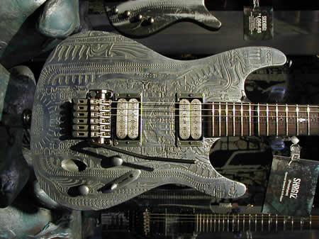 Um dos modelos de guitarra Ibanez assinados por Giger